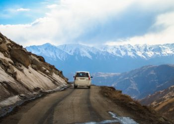 high-street-on-landscape-of-lah-ladakh